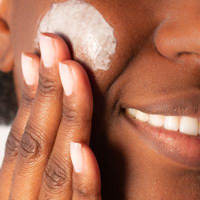 Serum-de-vitamina-C-para-rosto-Improve-C-20-Dermage---embalagem-30g-textura--
